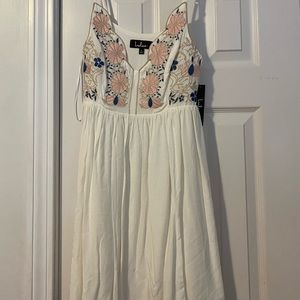 Lulu's White Floral Embroidered Dress